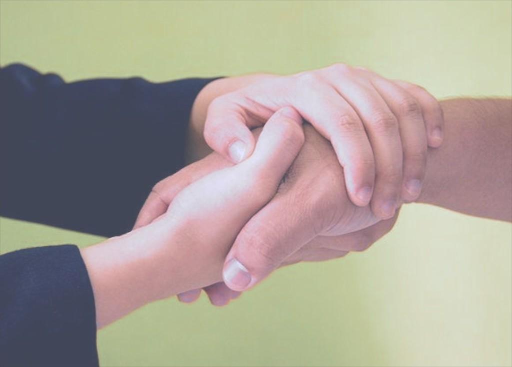 670px-have-a-persuasive-handshake-step-2-148D9B56B4524C48B6F (1)